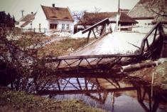 Spadlý most
